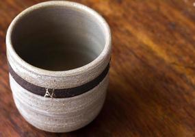 xícara de chá de cerâmica japonesa foto