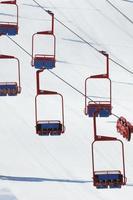 teleférico vermelho e azul foto