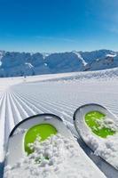 esquis na pista de esqui