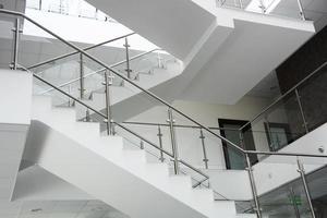escadas de escritório foto