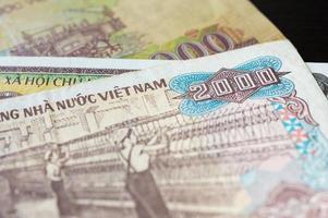 notas em dois mil dong vietnamita close-up foto