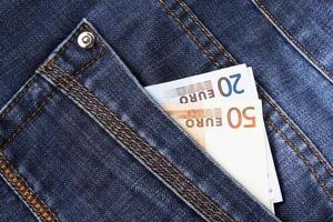 dinheiro e jeans foto