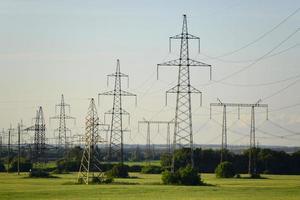 torres de linha de energia foto