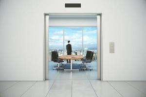moderna sala de conferências com vista para cidade e empresário foto