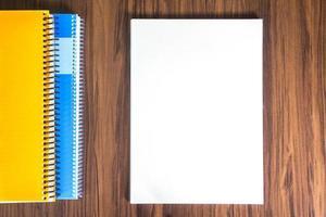 página em uma mesa foto