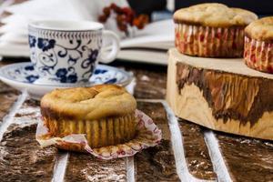 muffins de banana e manteiga de amendoim foto