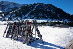 fazendo uma pausa na pista de esqui foto