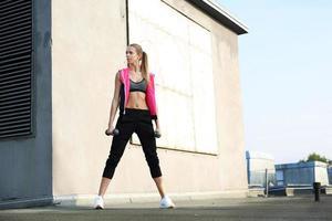 exercício com halteres foto