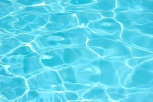 água da piscina foto