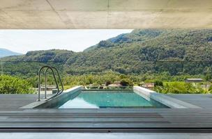 casa moderna em cimento, piscina