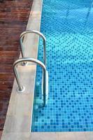 escada da piscina foto