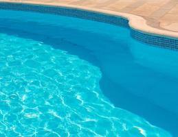 linha curva da piscina foto