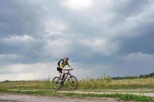 esporte extremo de mountain bike foto
