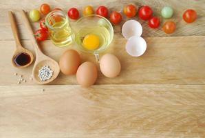 ovos e tomates foto