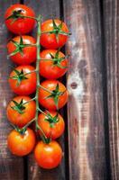 tomates cereja frescos maduros foto