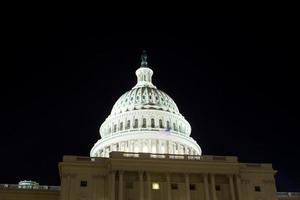 capitol edifício cúpula, noite, washington dc, eua foto