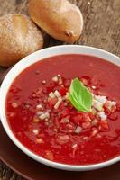 gaspacho de sopa de tomate fresco foto