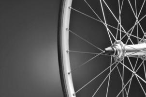 closeup de roda de bicicleta foto