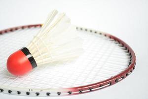 raquete de badminton com bola foto