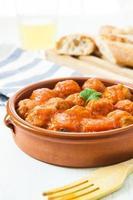 bolas de carne com tomate foto