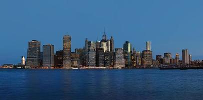 panorama de horizonte de cidade de nova york de manhã cedo foto