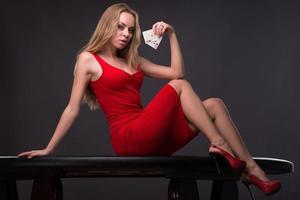 homem bonito e mulher bonita no casino foto