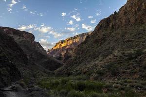 visão geral da paisagem do Grand Canyon na trilha