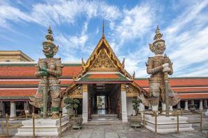 guardião do demônio em wat phra kaew grand palace bangkok foto