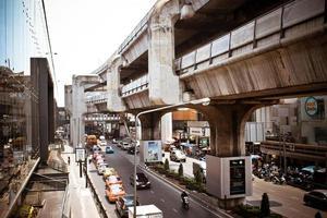 bangkok, tailândia, 28 de março de 2013 sky train em bangkok com foto