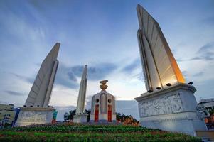 monumento democracia bangkok tailândia foto