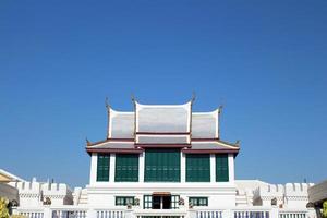 fortaleza do grande palácio da Tailândia sob o céu azul foto