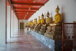 budas de ouro de bangkok foto
