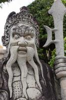 estátua de guerreiro de pedra, o grande palácio, bangkok, tailândia.