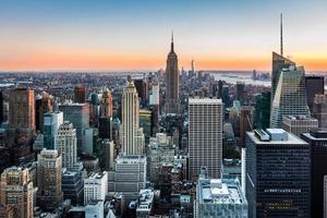 skyline de nova york ao pôr do sol