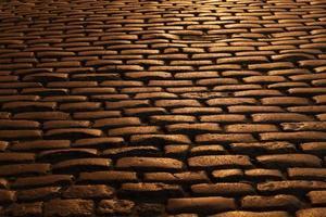 velha rua de paralelepípedos de brooklyn à noite foto
