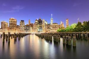 skyline de noite de cidade de nova york foto