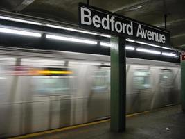 estação de trem bedford avenue foto