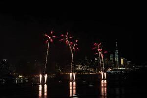 fogos de artifício sobre o rio hudson foto