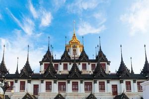 lohaprasada, templo de ratchanuda, bangkok, tailândia foto