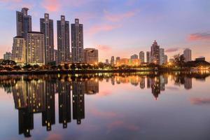 benjasiri park bangkok em twilinght foto