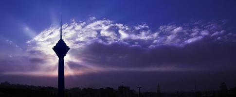 torre milad, teerã, irã foto