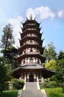 pagode branco em egret island park, nanjing, china foto