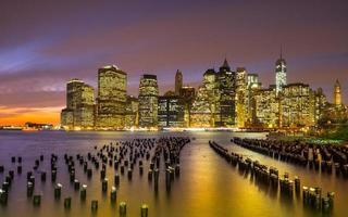 cidade de nova york ao pôr do sol foto