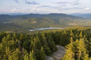 vista leste da torre de fogo da montanha azul