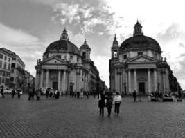 praça do povo (preto e branco) foto