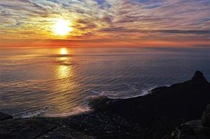pôr do sol sobre a cidade do cabo foto