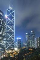 edifícios de escritórios modernos em hong kong foto