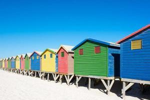 casas de praia coloridas na cidade do cabo foto