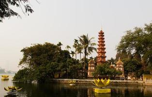 pagode tran quoc, hanoi, viet nam foto