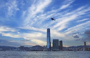 paisagem maravilhosa cidade do porto de victoria com brilhos foto